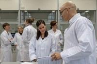Amgen fördert Biotech-Unterricht an Schulen